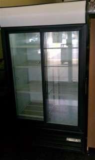 BEVERAGE AIR TWO 2 GLASS DOOR REFRIGERATED DISPLAY COOLER MERCHANDISER