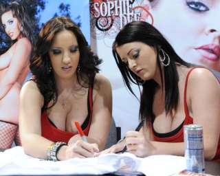 PHOTO Kelly Divine and Sophie Dee