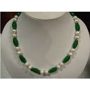 17 Elegant White Pearl Green Jade Necklace