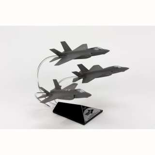 LOCKHEED MARTIN 1/72 F 35 JSF DESK TOP DISPLAY JET MODEL AIRPLANE