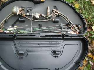 HOYT XT 2000 COMPOUND BOW XT 2000 CAMO RIGHT HANDED  RAZOR TEC