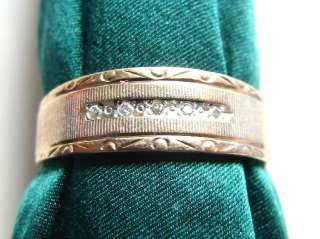 10K yellow GOLD mans ring, 3.7 grams, 5 diamonds, a very nice ring